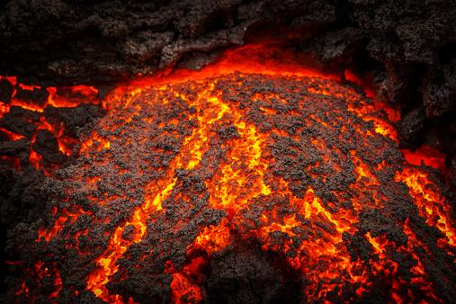 Erupting「Small part of Lava flowing, Holuhraun, Iceland」:スマホ壁紙(3)