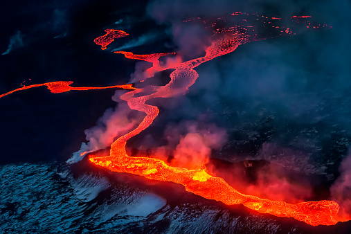 Erupting「Small part of Lava flowing, Iceland」:スマホ壁紙(18)