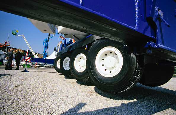 Crane - Construction Machinery「Wheels of giant crane at trade show, Merseyside, UK」:写真・画像(4)[壁紙.com]