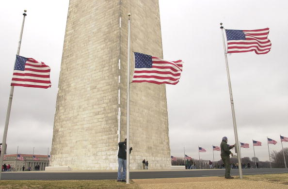 Space Shuttle「U.S. Flags Lowered To Half Staff」:写真・画像(15)[壁紙.com]