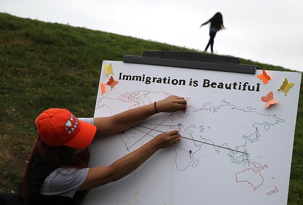 ヒューマンインタレスト「Naturalization Ceremony Held For 25 Children And Their Parents In San Francisco」:写真・画像(9)[壁紙.com]