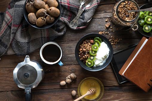 Granola「Granola, kiwi fruit and yogurt with coffee」:スマホ壁紙(3)
