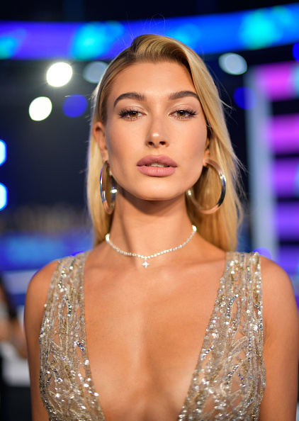 Short Necklace「2017 MTV Video Music Awards - Red Carpet」:写真・画像(18)[壁紙.com]