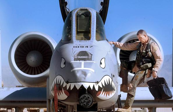 Bagram「A-10 Pilot At Bagram Air Base In Afghanistan」:写真・画像(2)[壁紙.com]