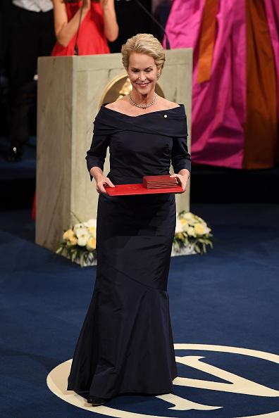 Alternative Pose「The Nobel Prize Award Ceremony 2018」:写真・画像(1)[壁紙.com]