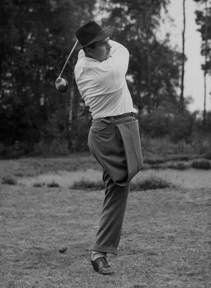 Composition「One-Legged Golf」:写真・画像(1)[壁紙.com]
