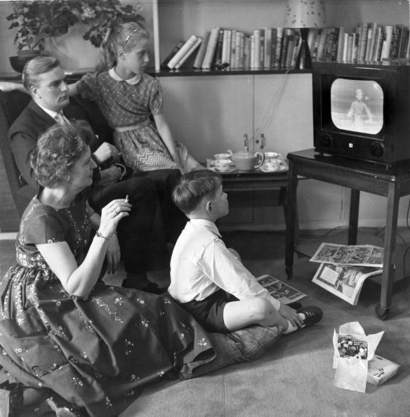1950-1959「Watching TV」:写真・画像(0)[壁紙.com]