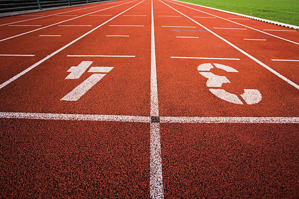 Painted '3' and '4' on running track:スマホ壁紙(壁紙.com)