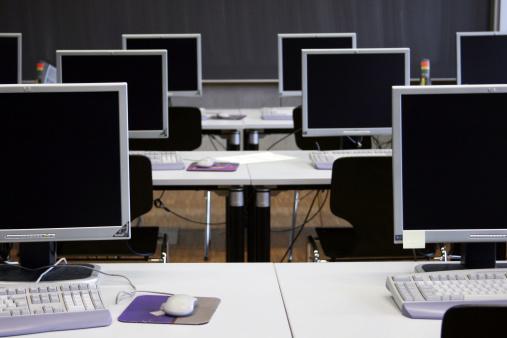 コンピューター「空のコンピュータールーム」:スマホ壁紙(17)