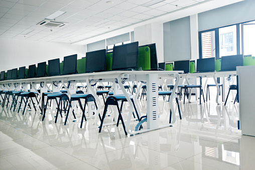 Computer Lab「Empty computer training classroom」:スマホ壁紙(1)