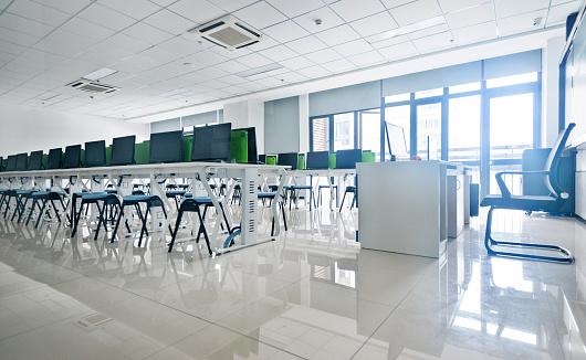 Computer Lab「Empty computer training classroom」:スマホ壁紙(14)