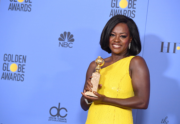 Golden Globe Award trophy「74th Annual Golden Globe Awards - Press Room」:写真・画像(3)[壁紙.com]