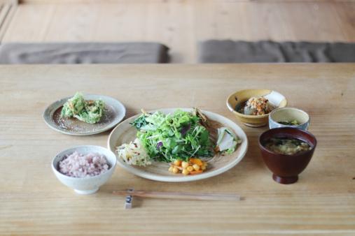 Salad「Japan, Dinner on wooden table」:スマホ壁紙(2)