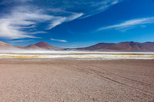 チリ共和国「Cerro Purifican (5,285m) and Laguna de Pujsa in Los Flamencos National Reserve at the Atacama desert, Chile, January 18, 2018」:スマホ壁紙(9)