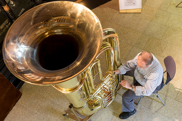 楽器「World's Largest Functional Tuba」:写真・画像(8)[壁紙.com]