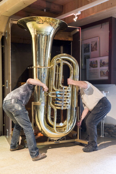 Musical instrument「World's Largest Functional Tuba」:写真・画像(1)[壁紙.com]