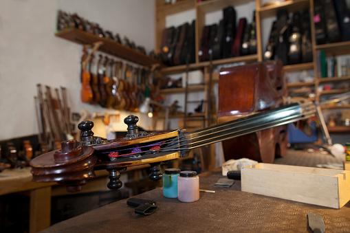 Restoring「musical instruments in restoration workshop」:スマホ壁紙(5)