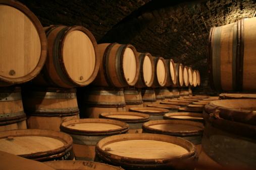 Basement「Wine cellar with oak barrels」:スマホ壁紙(17)