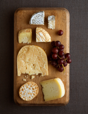 French Culture「Cheese platter, overhead view」:スマホ壁紙(19)