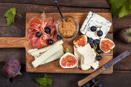 Cheese Board「Cheese platter with fruits and fig mustard」:スマホ壁紙(15)
