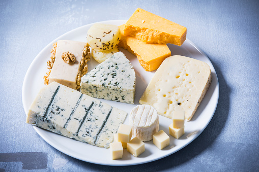 Walnut「Cheese Platter, different sorts of cheese on plate」:スマホ壁紙(9)