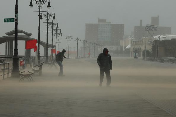New York City「Tropical Storm Isaias Hits New York City Bringing Heavy Wind And Rain」:写真・画像(15)[壁紙.com]