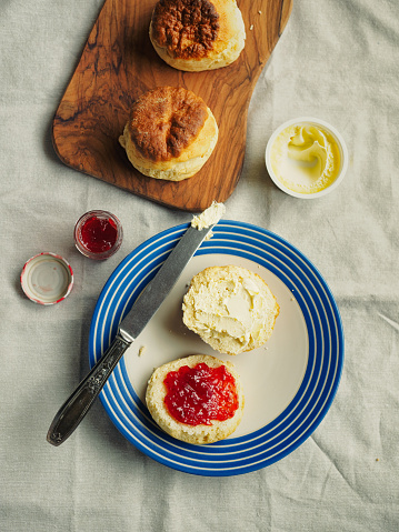 Bread「fresh baked scone with jam」:スマホ壁紙(11)
