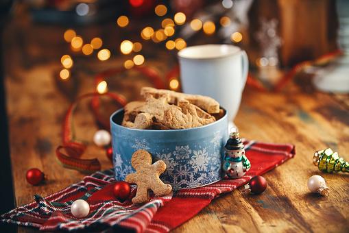 Biscuit「Fresh Baked Christmas Cookies in Christmas Home Atmosphere」:スマホ壁紙(19)