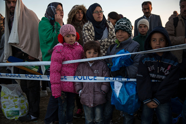 Waiting「Migrants Continue To Arrive In Hungary」:写真・画像(17)[壁紙.com]