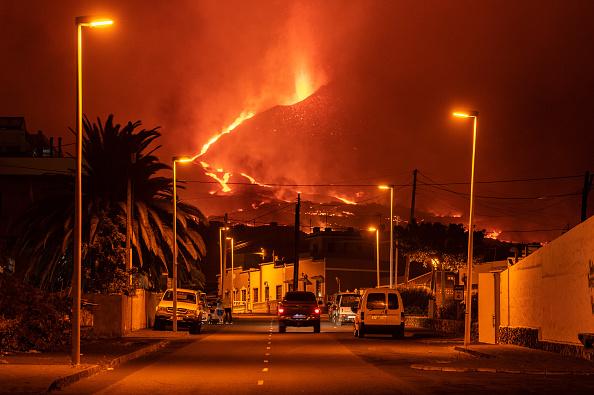 Volcano「Volcanic Ash And New Eruptions Grounds Flights On Spain's Canary Island Of La Palma」:写真・画像(14)[壁紙.com]