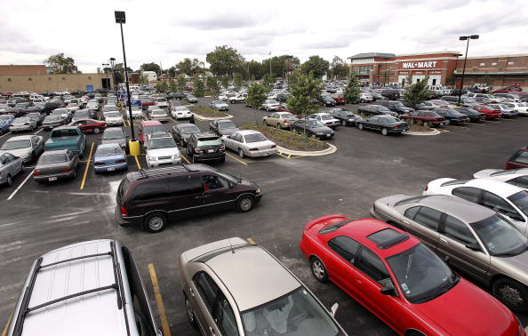 Parking Lot「Wal-Mart Opens Its First Chicago Store」:写真・画像(0)[壁紙.com]