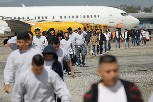 Arrival「Deported Guatemalan Immigrants Arrive On ICE Flight from U.S」:写真・画像(14)[壁紙.com]