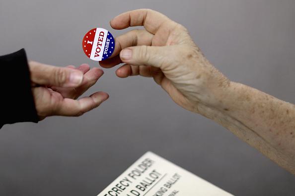 USA「GOP Senate Candidate Jodi Ernst Casts Her Vote In Her Iowa Hometown」:写真・画像(1)[壁紙.com]