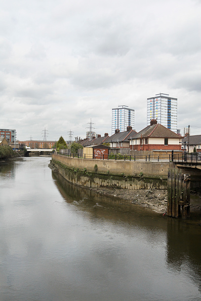 Skyscraper「Canal link to the Olympic 2012 site, Stratford, UK」:写真・画像(11)[壁紙.com]