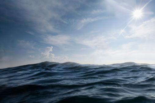 Seascape「dramatic dark sea with sun in sky」:スマホ壁紙(2)