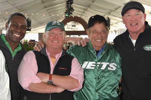 上半身「Jets + Chefs: The Ultimate Tailgate Hosted By Joe Namath And Mario Batali - Food Network & Cooking Channel New York City Wine & Food Festival presented By FOOD & WINE」:写真・画像(2)[壁紙.com]