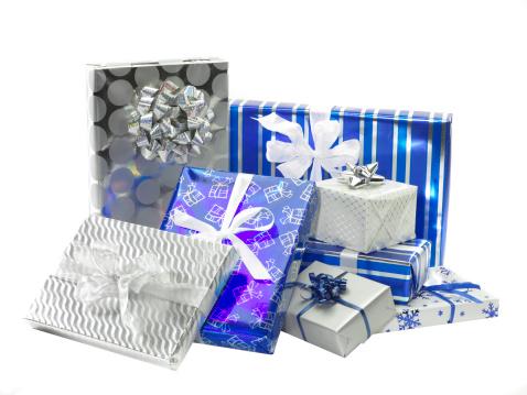 Gift「Gifts wrapped in Hanukah colors, studio shot」:スマホ壁紙(10)
