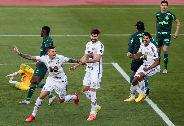 Campeonato Brasileiro Série A「2020 Brasileirao Series A: Palmeiras v Santos Play Behind Closed Doors Amidst the Coronavirus (COVID - 19) Pandemic」:写真・画像(6)[壁紙.com]