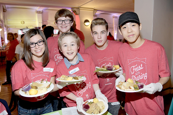 In A Row「Nickelodeon Presents The Salvation Army Feast Of Sharing」:写真・画像(18)[壁紙.com]