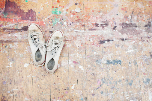 Hobbies「Sneakers on paint-spattered wood floor」:スマホ壁紙(17)