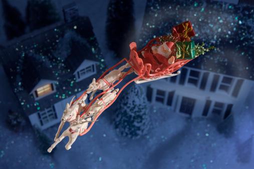 Sled「Toy santa and sleigh over houses」:スマホ壁紙(3)