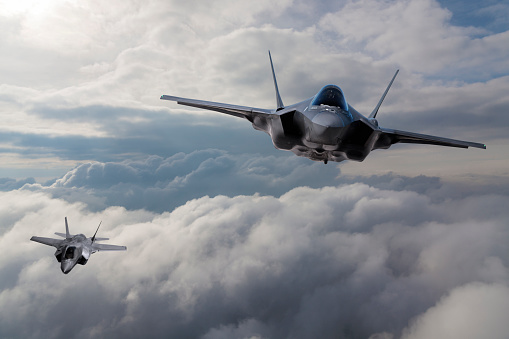 US Military「F-35 Fighter Jet flying over the clouds」:スマホ壁紙(11)