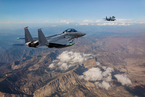 Military「F-15 Fighter Jets flying over mountains」:スマホ壁紙(12)