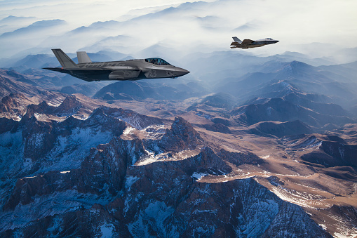 Military「Fighter Jets flying over mountains at dusk」:スマホ壁紙(14)