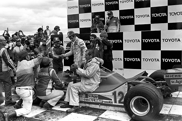 Two People「Gilles Villeneuve, Grand Prix Of The United States」:写真・画像(10)[壁紙.com]