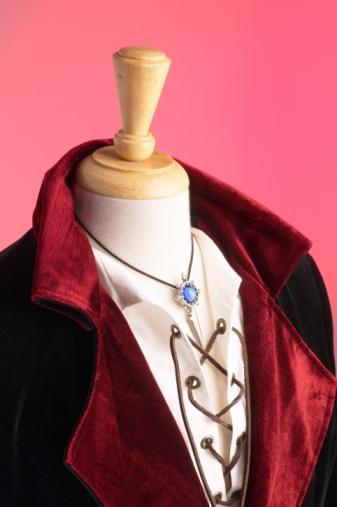 ベロア「Medieval costume and pendant」:スマホ壁紙(9)