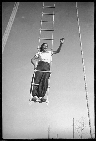 Max Penson「A Girl On A Swing」:写真・画像(18)[壁紙.com]