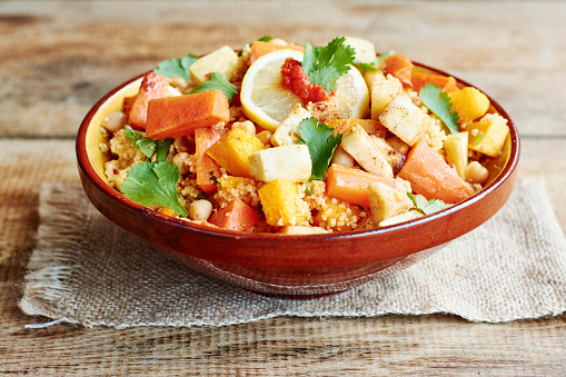Middle Eastern Food「Couscous with vegetables, including carrots, parsnips, pumpkin, shallots, apricots and chickpeas」:スマホ壁紙(16)