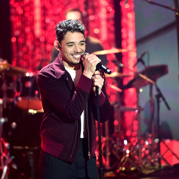 New Year「Dick Clark's New Year's Rockin' Eve with Ryan Seacrest 2020 - Hollywood Party Performances」:写真・画像(12)[壁紙.com]