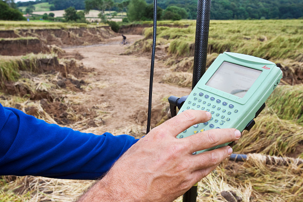 Torrential Rain「A differential GPS being used in real time kinematic survey, to survey the extent of the Durham canyon flooding feature, UK.」:写真・画像(11)[壁紙.com]